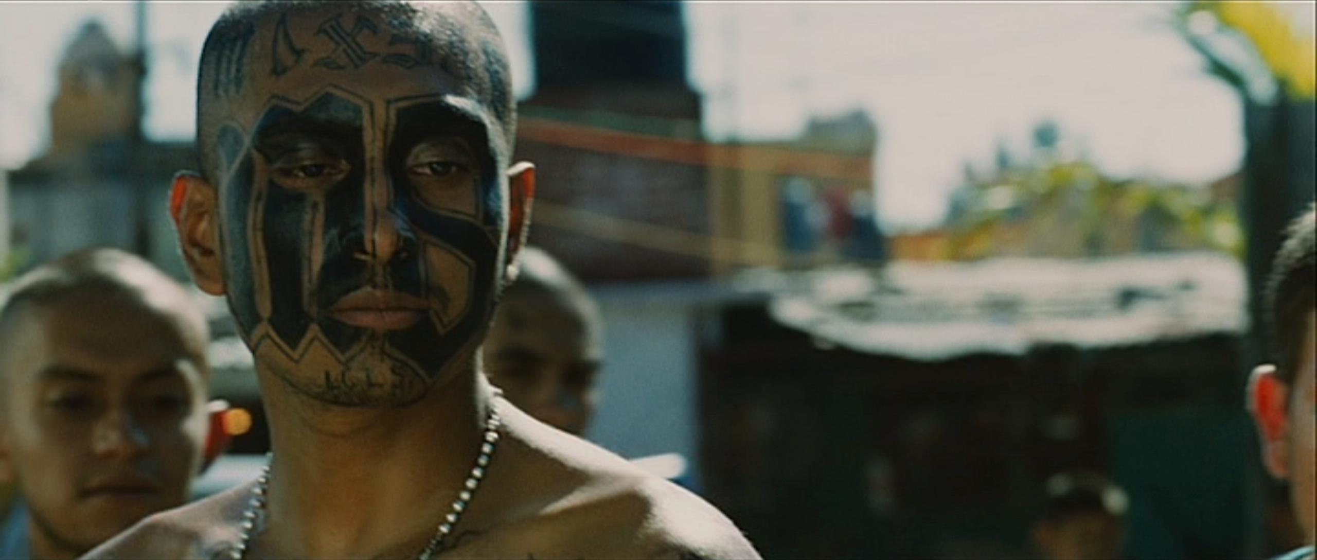 ... et entièrement consacré à la symbolique des gangs centraméricains.